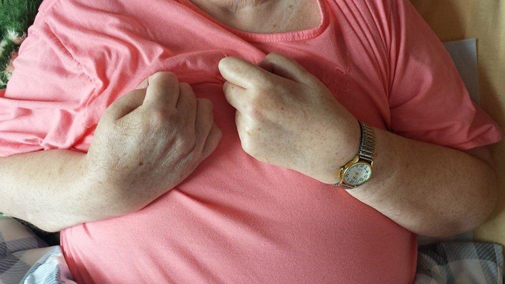 hand verkrampft basale stimulation