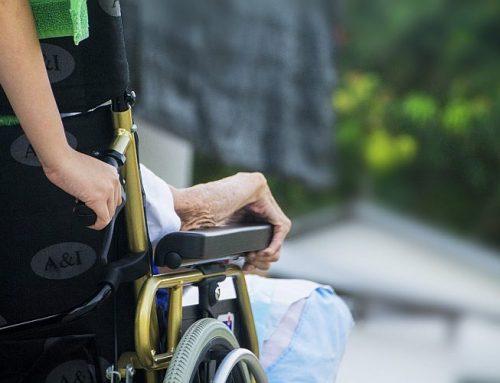 Anteil Hilfskräfte in der Altenpflege 2021 auf 49% gestiegen